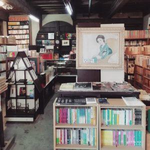 須方書店店内